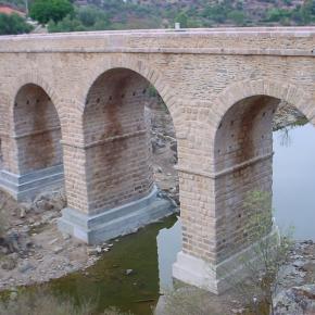 """Obras de """"rehabilitaçao y reforço estrutural"""" en el año 2007 del puente romano de Segura"""